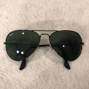 Solid Black Ray-Ban Aviator Sunglasses